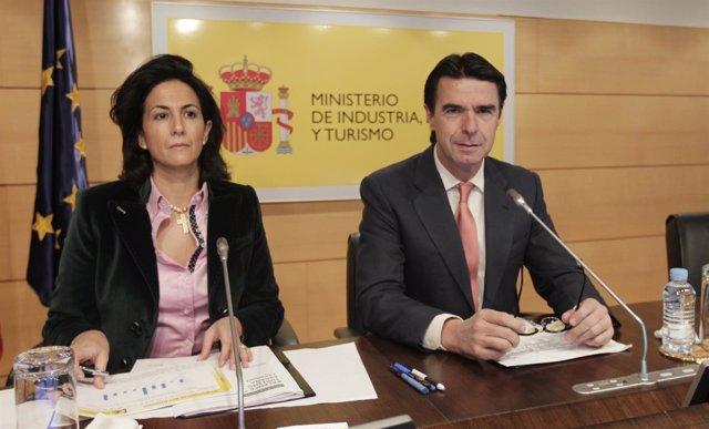 Ministro De Industria, Energía Y Turismo, José Manuel Soria, E Isabel Borrego
