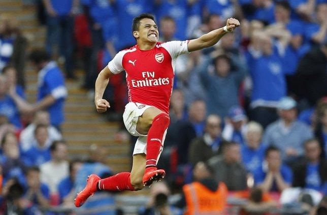 Alexis Sánchez celebra un gol con el Arsenal