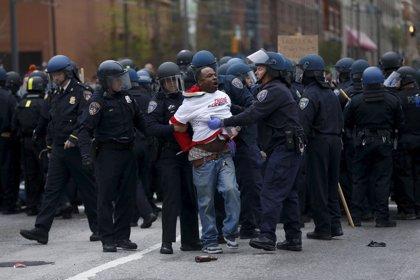 """Uno de los policías imputado por la muerte de Freddie Gray alega que el joven portaba un cuchillo """"ilegal"""""""