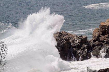 ¿Por qué se están formando olas gigantes desde México hasta Chile?