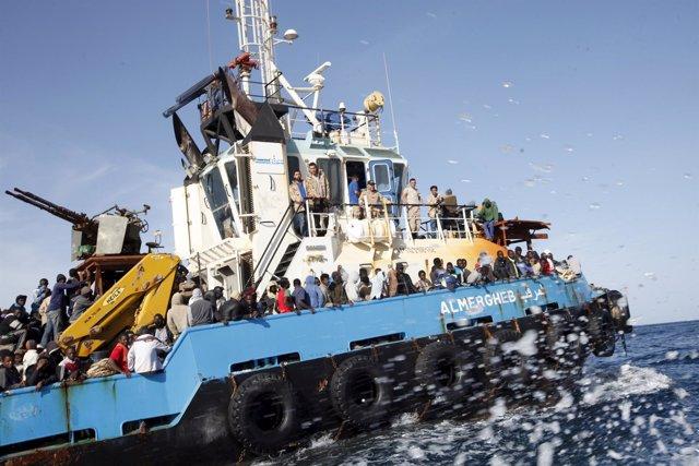 Inmigrantes rescatados por la Marina de Libia