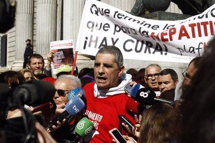 Afectados por la hepatitis C lamentan que se archive la querella contra Mato pero respetan la decisión del Supremo