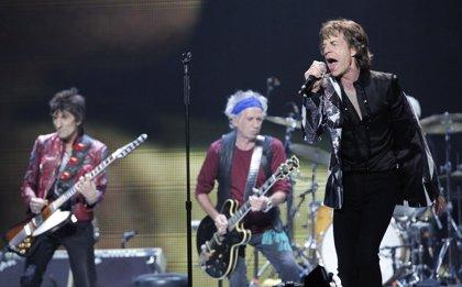 Mick Jagger y Ronnie Wood cantan por las víctimas de Nepal