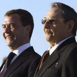 Raúl Castro con Dimitri Medvedev