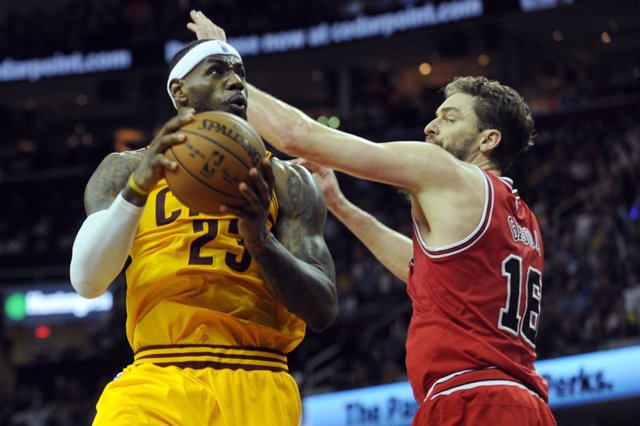 LeBron James y Pau Gasol en el Chicago Bulls - Cleveland Cavaliers