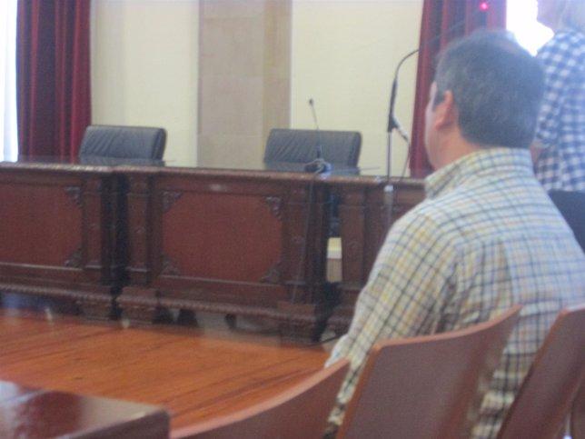 El acusado de abusar de una menor durante el juicio