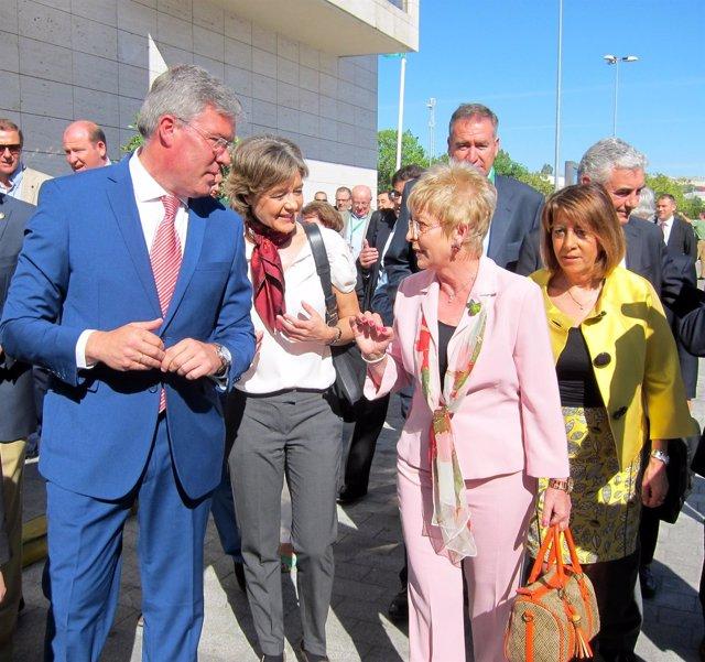 García Tejerina, en el centro, a su llegada a Expoliva 2015.