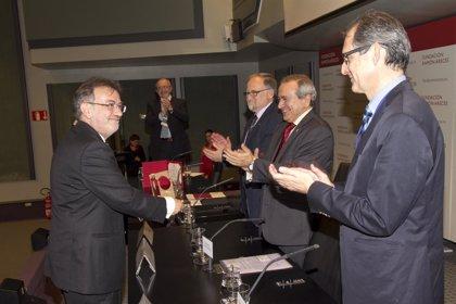 La Fundación Lilly premia al profesor José Luis Martínez