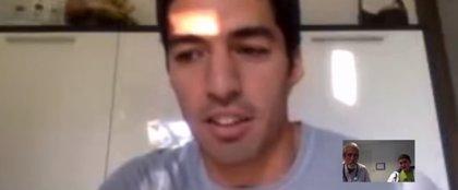 Luis Suárez emociona a un niño con cáncer en una videollamada