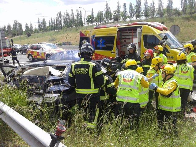Los servicios de emergencias atienden al herido grave