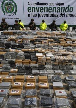 Policía antincarcóticos colombiana confisca cocaína