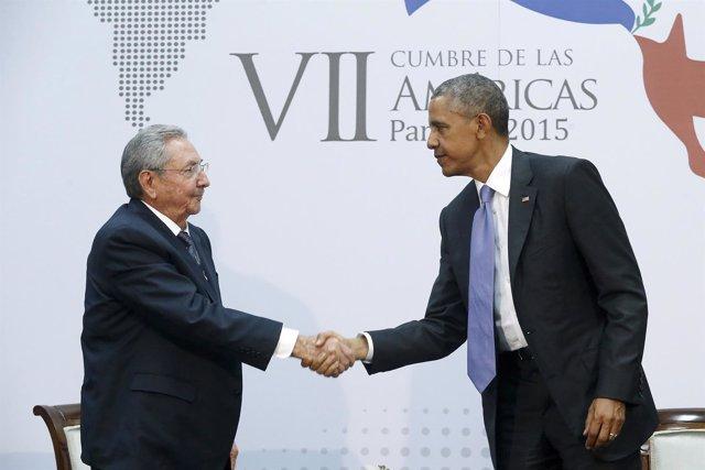 Los presidentes estadounidense, Barack Obama, y cubano, Raúl Castro