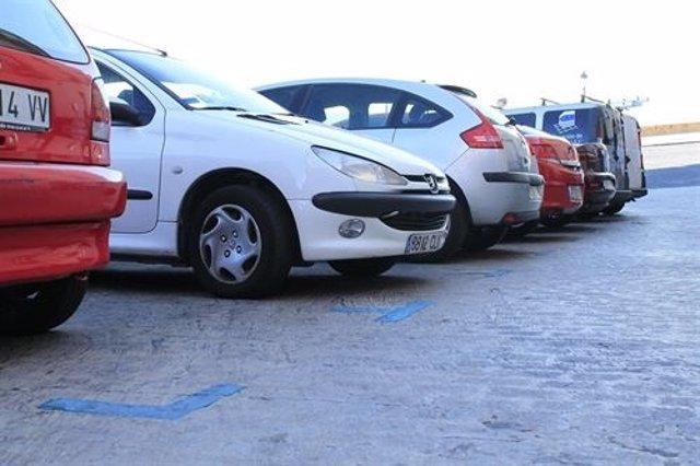 Aparcamiento, estacionamiento, coches aparcados