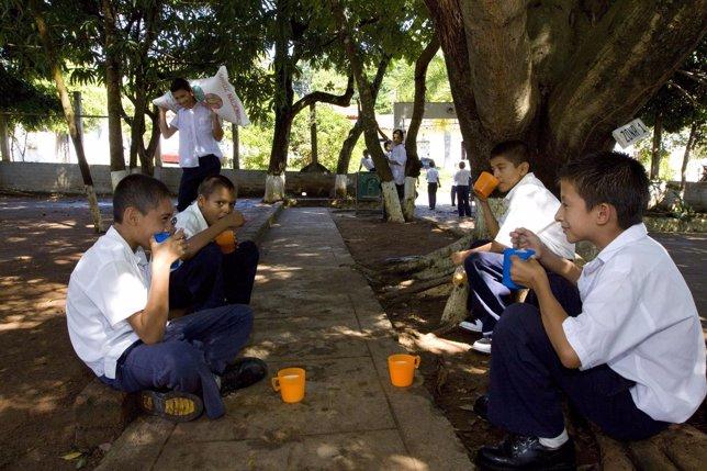 Menores salvadoreños.