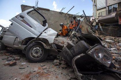 Asciende a catorce muertos el balance del nuevo terremoto en Nepal