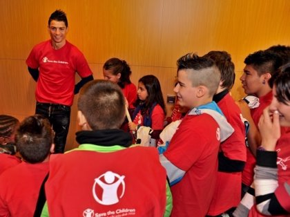 Cristiano Ronaldo dona 7 millones a las víctimas de Nepal