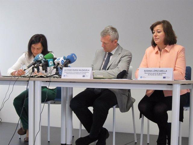 La decana del Colegio de Psicólogos de Galicia y el vicepresidente de la Xunta