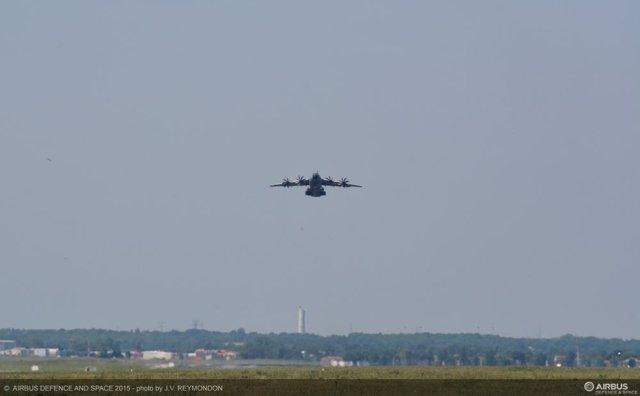 El primer vuelo de prueba del A400M tras el accidente concluye con normalidad