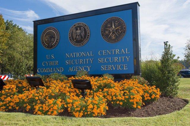 Letrero de bienvenida a la sede de la NSA