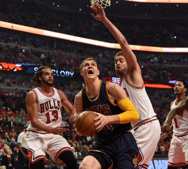Pau Gasol Joakim Noah NBA Playoffs Cleveland Cavaliers Chicago Bulls