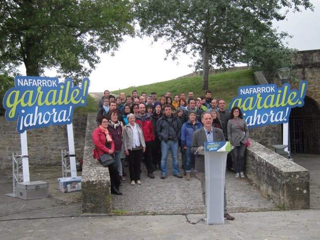 Araiz en el acto electoral junto a candidatos municipales de EH Bildu