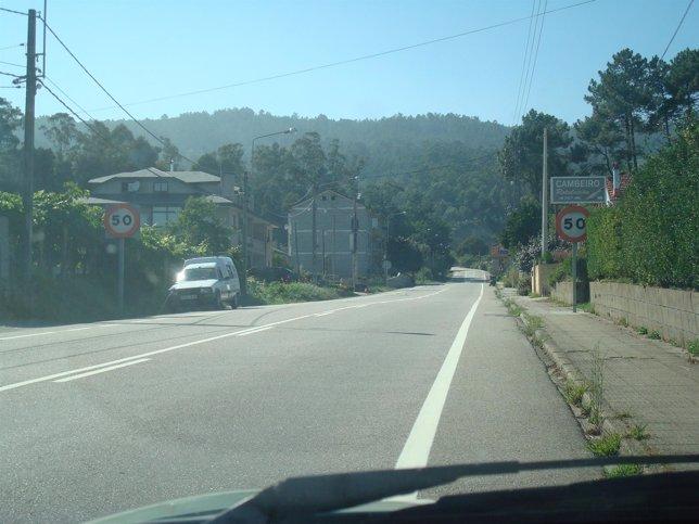 Tramos de la carretera con la señal de velocidad en Mos (Pontevedra)
