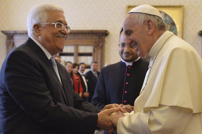 El Papa Francisco y el presidente palestino, Mahmud Abbas
