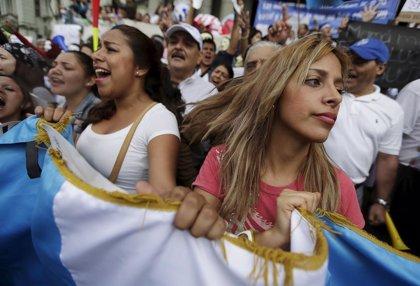 Miles de personas piden en Guatemala la dimisión del presidente Pérez Molina