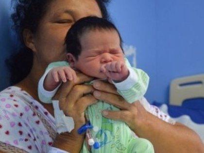 Una brasileña de 51 años da a luz a su hijo número 21