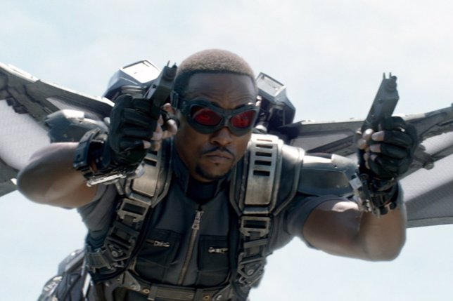 Anthony Mackie como Falcon