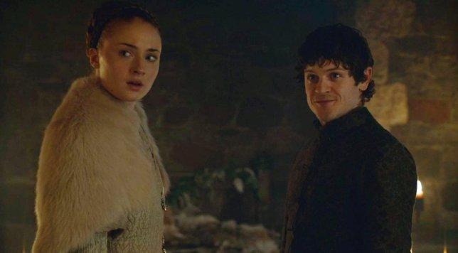 Ramsay Bolton Y Sansa Stark En Juego De Tronos