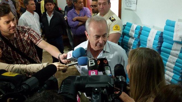 José Castro atendiendo a los medios