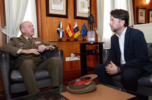 Carlos Alonso recibe a José Ramón Colás