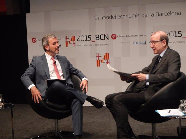 El candidato del PSC en Barcelona, Jaume Collboni, y el periodista Antoni Bassas
