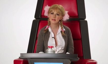 Christina Aguilera imita a Britney Spears, Miley Cyrus, Sia, Lady Gaga, Shakira y Cher