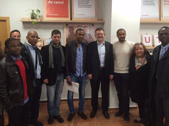 Miembros del Grupo Afrosocialista del PSPV con Ximo Puig