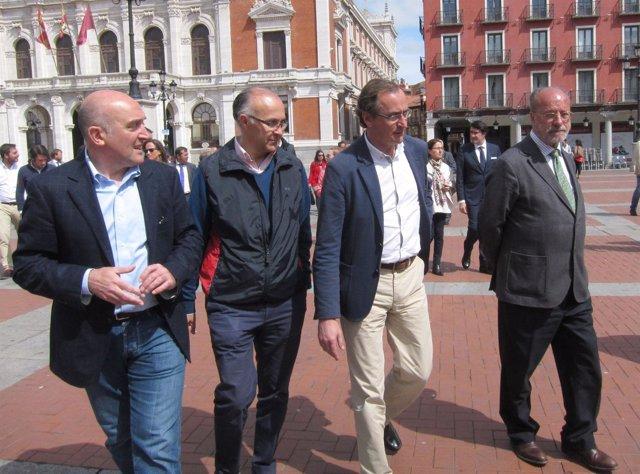 Alonso (segundo por la derecha) junto a los candidatos del PP de Valladolid
