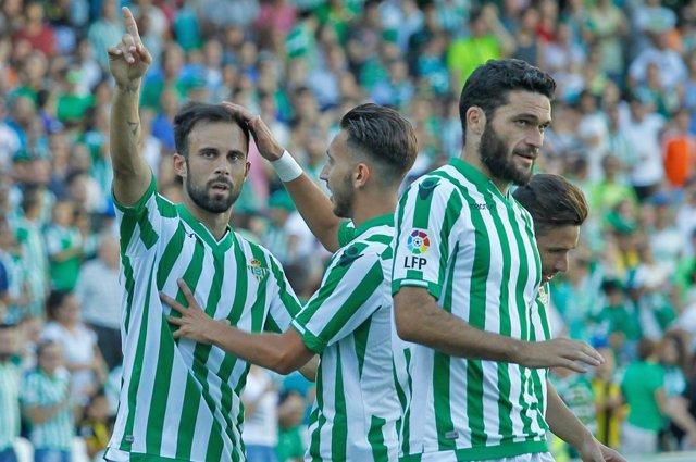 Molinero, del Betis, celebra un gol en el Benito Villamarín