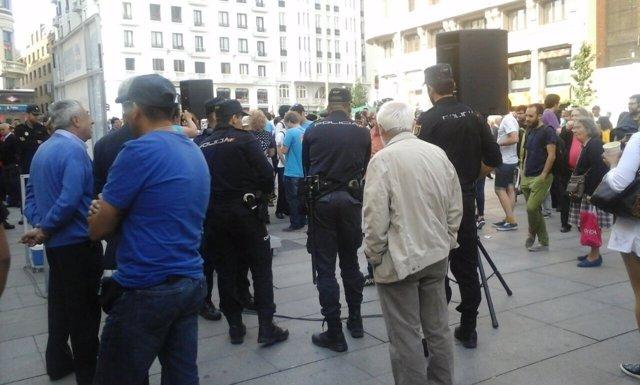 Policía en un mitin del PP