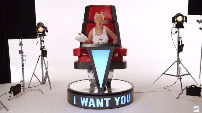 Christina Aguilera parodia a Miley Cyrus