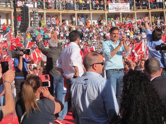 Pedro Sánchez en un mitin en Cáceres