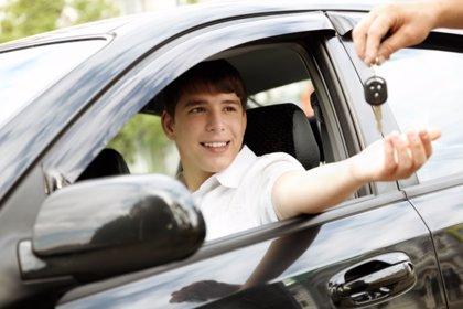 Descienden los conductores jóvenes