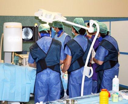 Salud forma a cardiólogos en un curso de técnicas percutáneas mínimamente invasivas pionero en España