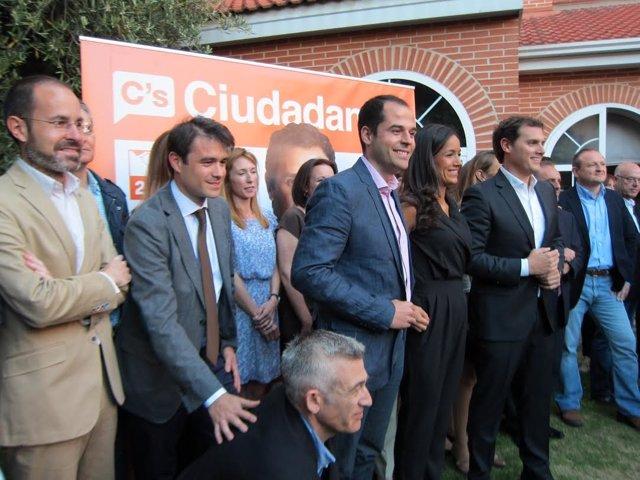 Albert Rivera en el mitin de cierre de campaña con candidatos de Ciudadanos