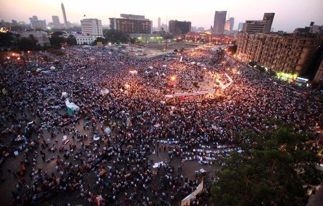 Los Egipcios Toman Tahrir En Protesta Por El Veredicto A Mubarack