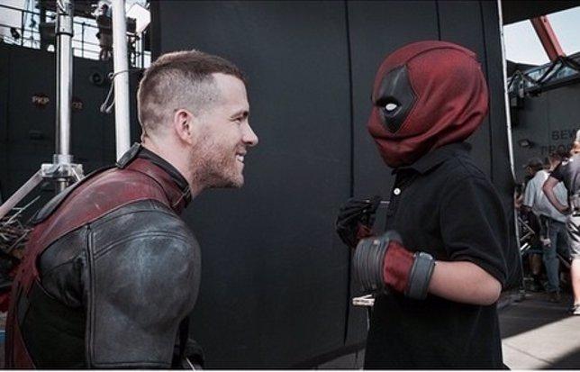 Deadpool (Ryan Reynolds) cumple el sueño de una fan de conocer a su superhéroe f