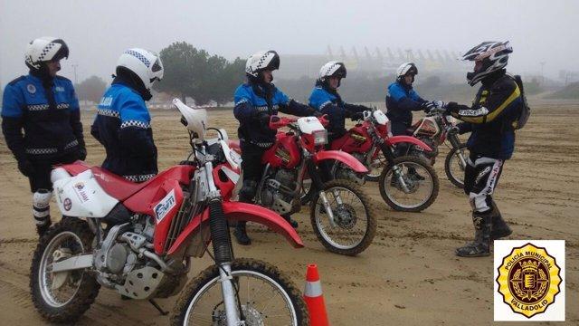 Curso de conducción de motocicletas para la Policía de Valladolid