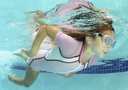 Recomendaciones para evitar la otitis estival tras un baño