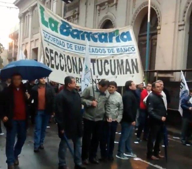 Trabajadores bancarios argentinos en huelga