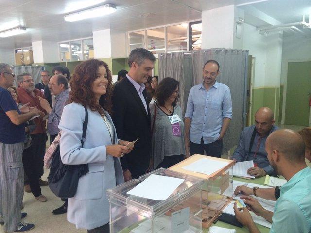 Urralburu acompaña a votar a María Ángeles García Navarro
